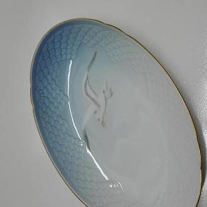 Ovalt fad - Mågestel Guldkant  Længde 23 cm  Nr. 39  1. og 2. Sortering  PRIS 125 kr pr stk - PLUS PORTO !!!