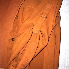 Orange vintage skjorte. Ærmernes længde kan justeres - passer ca. small - medium