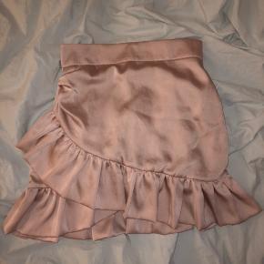 Sælger denne mega fine nederdel fra mærket STORETS Str small men kan også fitte xs 💋💋💋