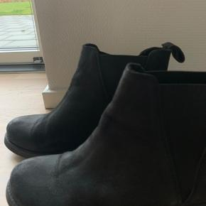 Støvler med for fra Shoes Biz. Brugt få gange.