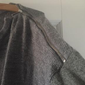Fed oversize sweater. Der svar ikke størrelse i men jeg er en large og den er rigelig stor til mig