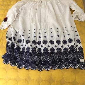 Kjole, overdel kan bruges til meget. Str 3 kan bruges af mange størrelser