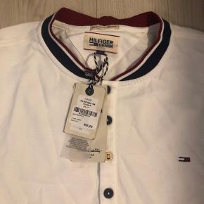 Helt ny Tommy Hilfiger trøje, aldrig brugt!  Nypris 600kr
