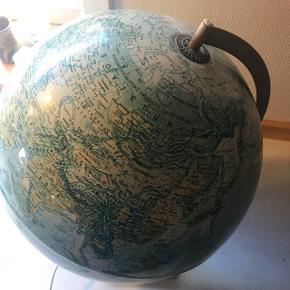 Globus med lys fra 1976.  Fin stand. Der skal sættes en pære i