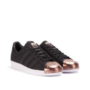 Adidas Superstars Metal Toe i Rosegold -brugt et par gange -str 36 (lidt stor i størrelsen)
