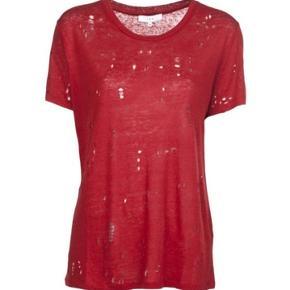 Iro tee i rød. Huller er udvidet en smule efter vask. Stadig god trøje. BYD :) str xs men passes af s/m. Np 1000