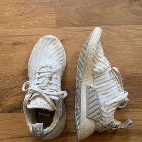 Adidas nmd r2 i størrelse 39 1/3. Brugt meget få gange