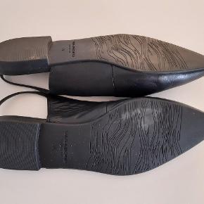 Flad skind sandal, brugt få gange