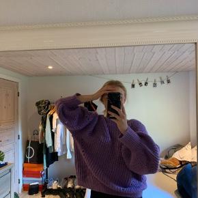 Sælger denne skønne sweater. XL, men som ses på billedet, er den ret lille i str.  skriv for flere billeder eller spørgsmål:)