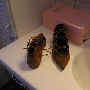 Varetype: pretty ballerinas sko Størrelse: 37.5 Farve: se billede  meget tætte på som nye dyr dyr vare ellers mener nypris 1545,. lad mig få et bud