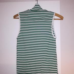 2x2 soft stripe t-shirt.  Oprindelig købspris: 350 kr.  Materiale: %100 bomuld.