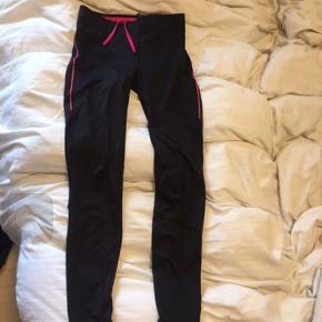 Løbe tights / trænings tights /løbebukser str s fra h&M  Sælges for 30kr plus porto