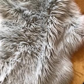 Super fint Skind tæppe fra jysk, i en tyrkis grøn farve!💗god stand! BYD