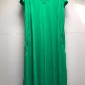 Lækker kjole fra Gozzip Vasket men ikke brugt Nypris 799