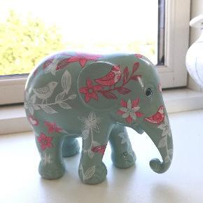 """Fin dekorerede elefant af mærket """"Elephant parade."""" Kan sendes eller afhentes i Vejle eller Åbyhøj🌻"""
