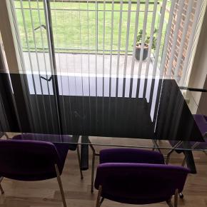 Velholdt glasspisebord sort m/hvid kant + 6 stole - 400 superbilligt - hendes senest 15/10 Ørestad