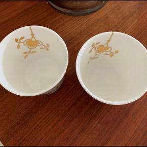 Så smukke fyrfadsstager i mega mussel med guld . Udgået model , blev kun lavet i 1 år , op til jul . De fejler intet , kun brugt med lys i Max 5 gange og ellers bare stået til pynt .  Mindste pris 875 kr pp