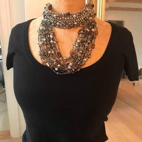 Smukkeste halskæde. aldrig brugt. Halskædens facon kan ikke ændres.  nypris 900kr