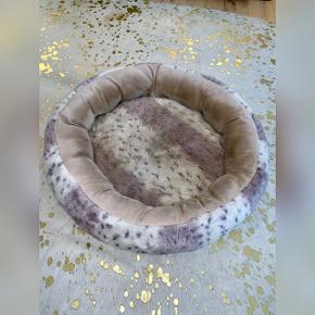 Hundekurve Lille: 50 DKK (Ø 55 cm) Stor: 80 DKK (Ø 65 cm)