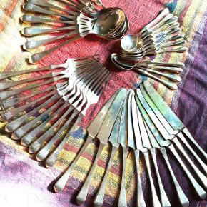 Ménagère en bronze art déco48 pièces Parfait état