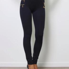 Super flotte mørke blå leggings med  Guld lynlås Str S Aldrig brugt  Mp 150 pp