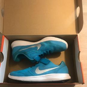 Super lækre sko, brugt til idræt  ganske få gange. Godt med velcro når det skal gå hurtigt.