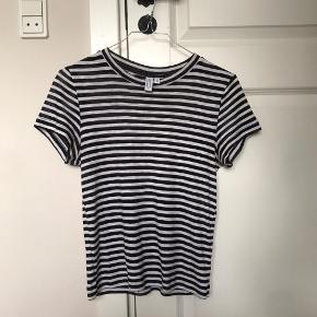 Sort og hvid stribet t-shirt