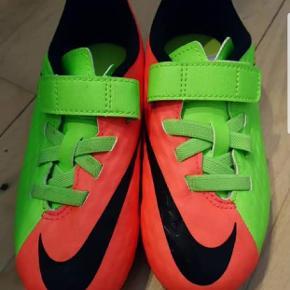 Fodbold støvler.Hentes i Brøndby Strand