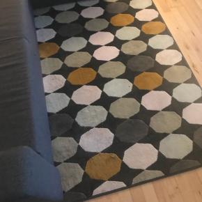 TORRILD tæppe, multifarvet Står som ny. Har haft det i en måned.  Måler 133x195 cm  NYPRIS: 299 kr. MINDSTE PRIS: 180 kr.