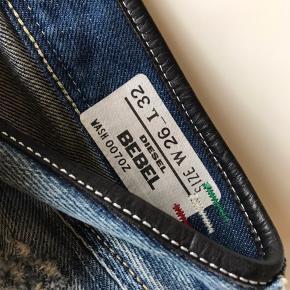 Disse jeans er brugt 2-3 gange og vasket en gang, fremstår som helt nye  W26L32 Livvidde: 70cm Skridtlængde: 80-82cm  Jeg kan ligge bukserne op efter ønsket skridtlængde, koster 100kr ekstra og skal betales via mobilepay.   Kig forbi, giver mængderabat.   Vasket i neutral, kommer fra røg og dyrefrit hjem.   Tøj og sko til både til herre & damer!  Tags: Ralph Lauren, Tommy Hilfiger, Hugo Boss, Nike, Adidas, The North Face, WOOD WOOD, Levi's, GABBA, Giorgio Armani, ACNE, LACOSTE, Carhartt, Hard Rock Café, Diesel, Converse, Ed Hardy, BURBERRY, Lindbergh, mm.!  #trendsalesfund