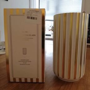 """Sælger denne vase for min mor.  Helt ny Lyngby vase, """"Gold Detailed Wide"""" 20cm  Nyprisen var ca 1250kr"""