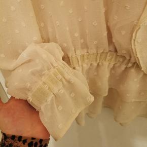 Blonde bluse Med fine glimmer detaljer