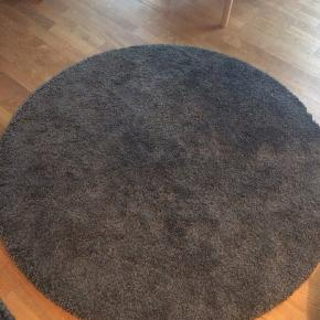 Gulvtæppe fra IKEA. Måler 130 cm. Nypris: 299. Kan afhentes i Kokkedal.
