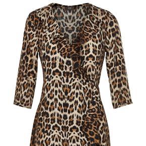 Fin leo slå-om kjole, str small, fra ICHI, alm. I størrelsen, nypris 500,- sælges billigt