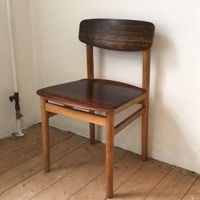 Spisebordsstole fra Kventy og sønner✌️ Har 7 stk, alle med mange brugsspor, men helt stabile✅ prisen er pr stk😊