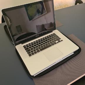 2011 15 inch MacBook Pro MD318B/A - fin stand men intakt GPU og uden harddrive og oplader. 1.600kr  Kan sælges med sort Apple sleeve og nyere original oplader. Samlet pris 1.900kr    Kom gerne med bud