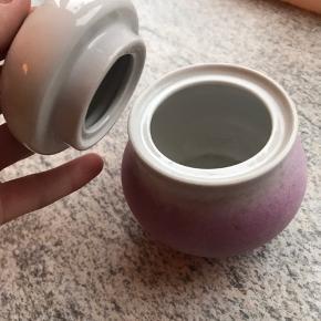 Unik fin skål med låg. Antik porcelæn. Sælger da jeg har for meget