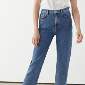 Jeans i str 30 Kan desværre ikke længere passe dem, men det er den model som ses på første billede  skriv gerne med bud eller spørgsmål☺️