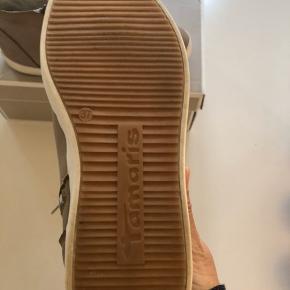 Lækre sneakers, brugt Max. 5 gange, leveres i org. æske!  Bytter ikke.