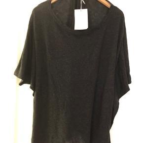 Oversize top/t-Shirt i sortmeleret. Bm ca 2x78 cm Hel længde ca 63 cm Bytter ikke