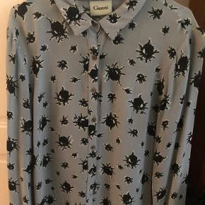 Rigtig fin Ganni skjorte. Fejler ingenting.  Kan sendes eller afhentes på NØRREBRO.