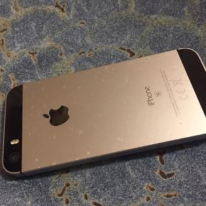 IPhone SE Ridset bagpå, men ellers i god stand Køber betaler fragt