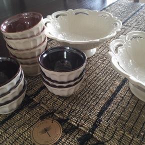 Bordløber, NORDAL i søgræs, 50x150 cm, farve natur/sort. Fin bordløber i søgræs med sorte vævninger og frynser. (kr. 259,-