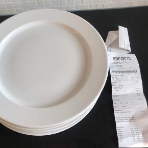 8 middagstallerkener Legio Ø28 cm. Desværre et fejlkøb så helt nye - kun vasket mærker af desværre. Koster 149 kr stk., købt på tilbud for 600 kr for alle 8. Afhentes i Hørsholm.