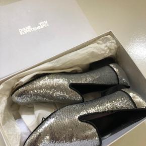 Super fine Diane von Furstenberg sko sælges. Aldrig brugt, kun prøvet på næsten. De er str 38,5