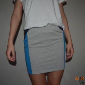 Sælger denne fine nederdel fra Vero Moda i en str. xs. Jeg er en small og passer den fint.