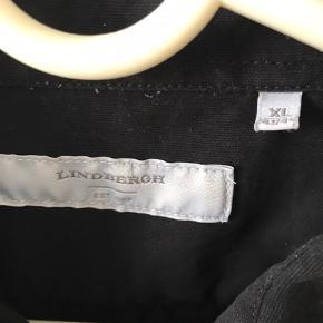 Lynlås skjorte, XL men lille i størrelsen så passer L