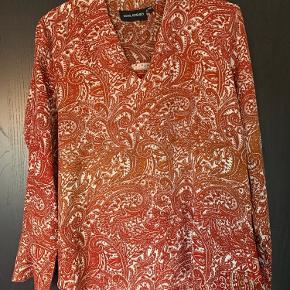Lækker bluse fra Sissel Edelbo, str s/m. Kun brugt få gange i butik!
