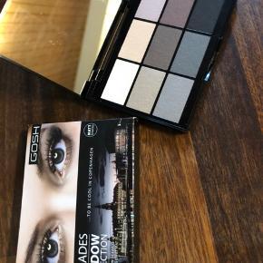 Flot øjenskyggepalet i matte farver.  Kun åbnet for at at vise farverne.  Æsken hedder 004 To be cool in Copenhagen.