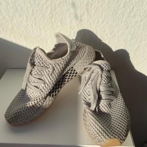 37 1/3 !! Sålerne er blevet smidt ud - og i den ene sko er en plet bag i - kan ikke ses udenfra !! Prisen er derfor så lav - fast pris uden fragt !   #30dayssellout